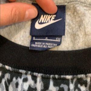 Nike Sweaters - Nike crew sweatshirt
